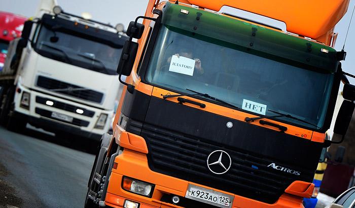 """Путин предложил отменить транспортный налог для большегрузов из-за """"Платона"""""""
