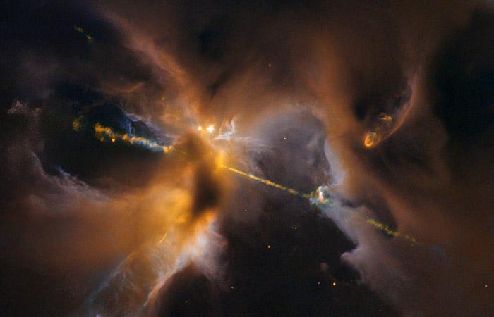 """""""Хаббл"""" заснял световой меч в новорожденной звезде"""