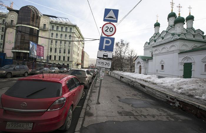 В Москве оставят бесплатной парковку по воскресеньям и праздникам