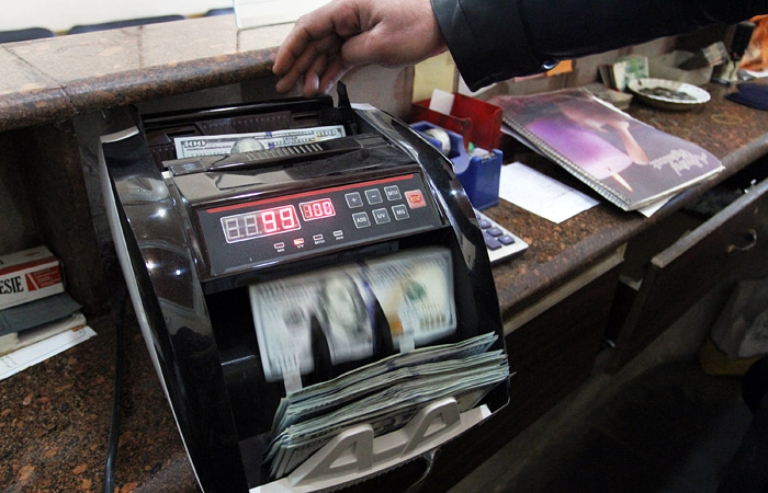 С 28 декабря россиянам придется заполнять анкету при обмене валюты