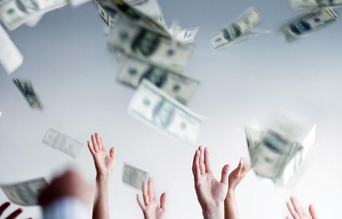Доллар вырос до максимума 2015 года