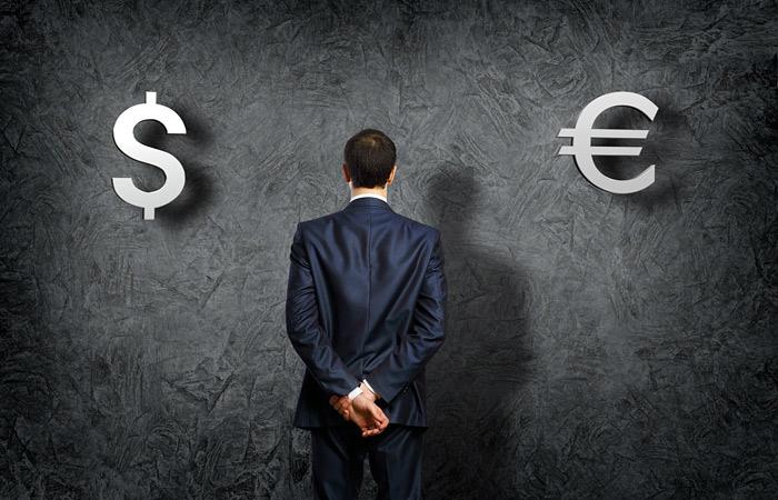 Доллар и евро продолжили обновлять многомесячные максимумы