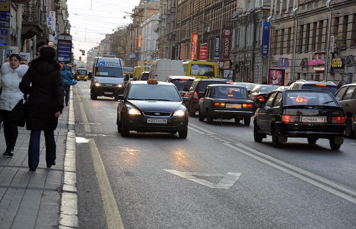 Такси в Москве смогут ездить по выделенным полосам