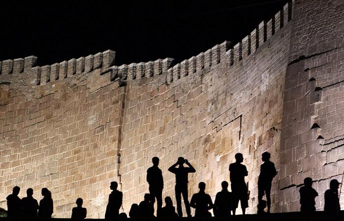 Посетители древней крепости в Дербенте попали под обстрел