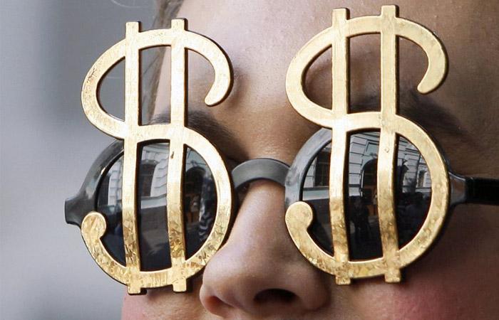Доллар превысил 73 рубля впервые за год