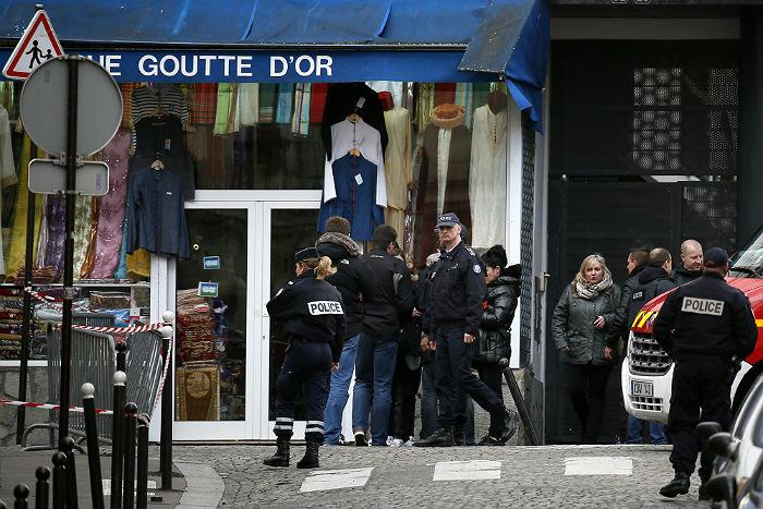 Напавшего на парижский полицейский участок заподозрили в причастности к ИГ