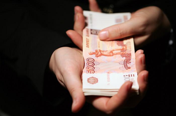 Россияне начали тратить сбережения на повседневные расходы