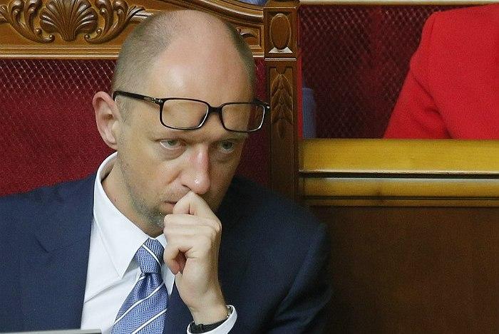 Яценюк предложил решить вопрос с изменением конституции на референдуме