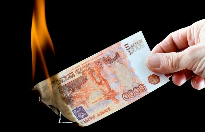 Реальная зарплата россиян в 2015 году снизилась на 9,5%