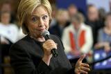 Опросы отдали лидерство Клинтон в президентской гонке среди демократов