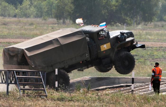 В Минобороны рассказали о повышении культуры вождения военных водителей