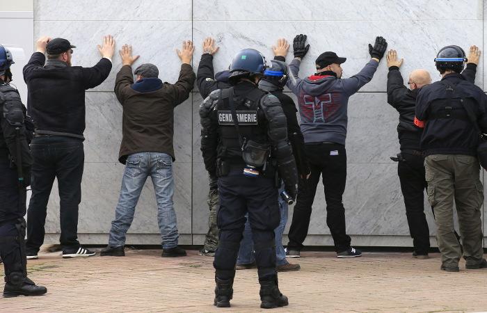 Антимигрантский митинг в Кале закончился задержаниями