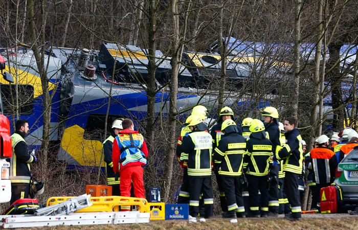 Четыре человека погибли при столкновении поездов в Баварии