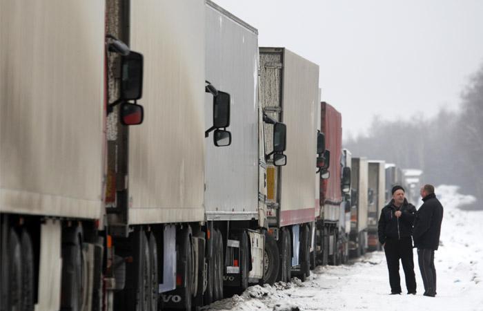 На границах Украины и Белоруссии скопились российские фуры