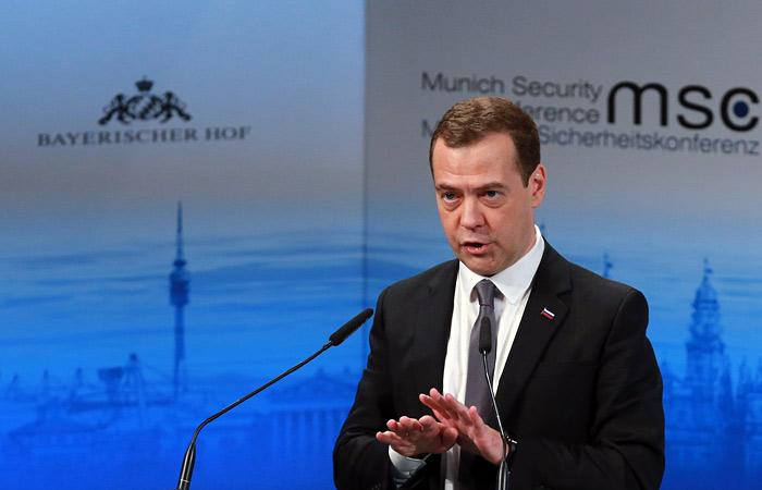 Медведев пояснил свои слова о начале новой холодной войны
