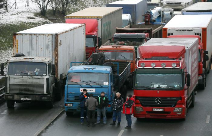Первая партия украинских грузовиков выехала с территории России