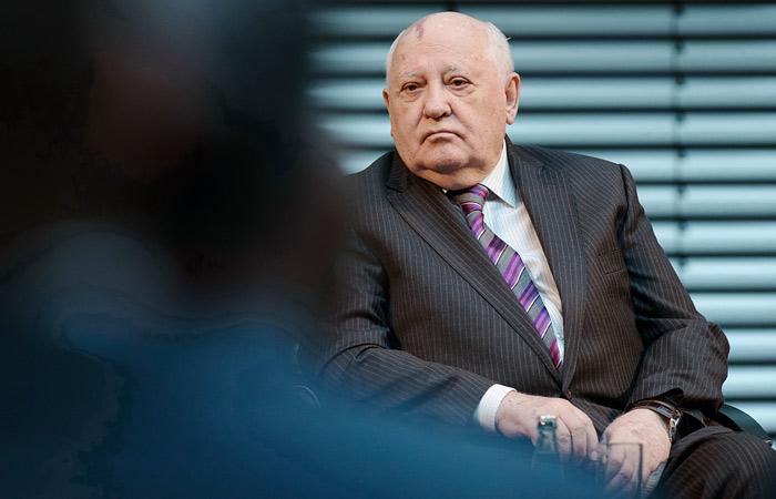 Горбачев посоветовал Михалкову не лезть в политику