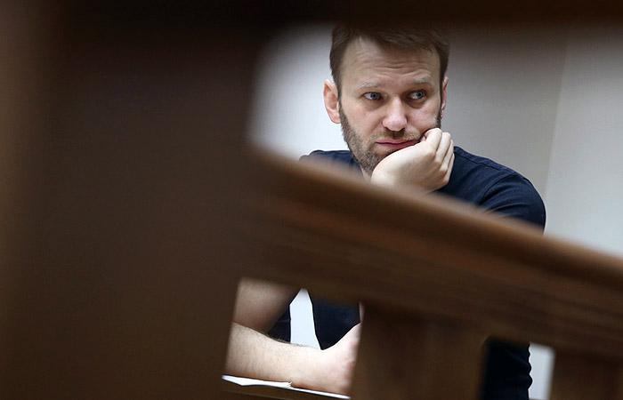 Суд рассмотрит вопрос о замене Навальному условного срока на реальный