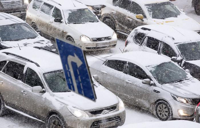 Снегопад в Москве привел к девятибалльным пробкам