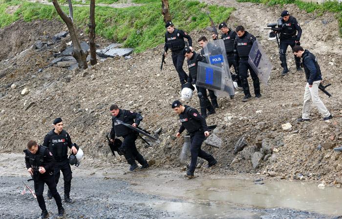 В Стамбуле застрелили бросивших гранаты в полицейских женщин