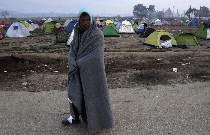 Греция потребует от ЕС переместить скопившихся в стране беженцев