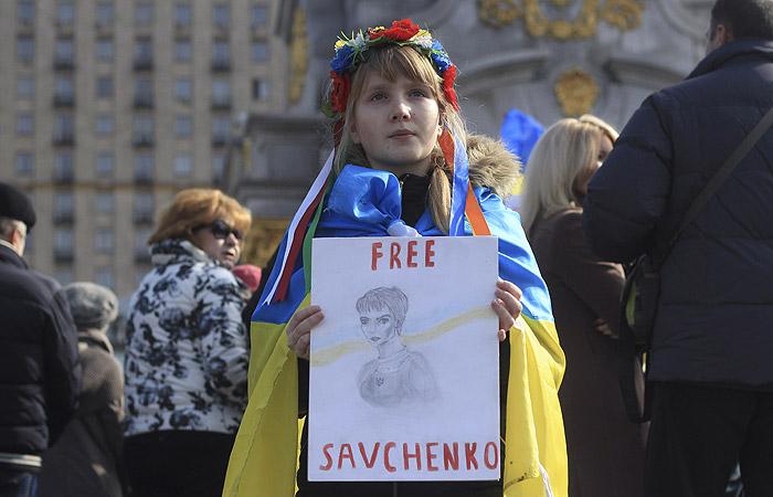 У здания посольства РФ в Киеве начался митинг в поддержку Савченко