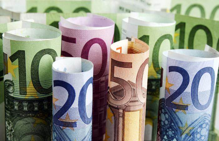 Евро опустился ниже 78 рублей впервые с конца декабря