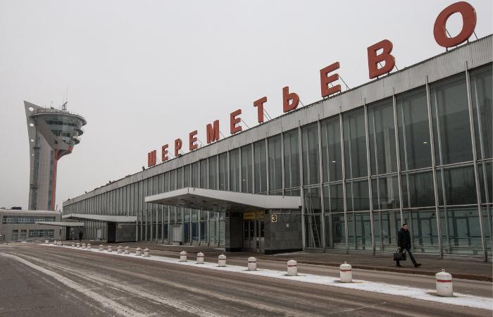 """На складе в аэропорту """"Шереметьево"""" произошло задымление"""