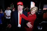 Неостанавливаемый Трамп, рискующая Клинтон