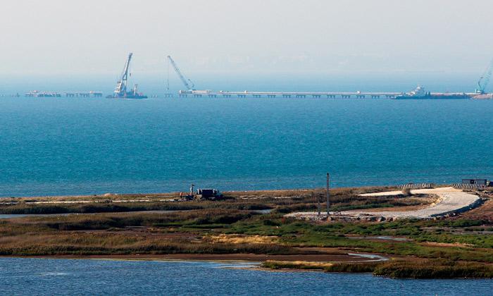 Минтранс пообещал открыть автосообщение по Керченскому мосту к декабрю 2018 года