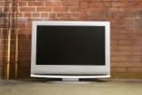 Федеральные телеканалы убрали из эфира развлекательные программы