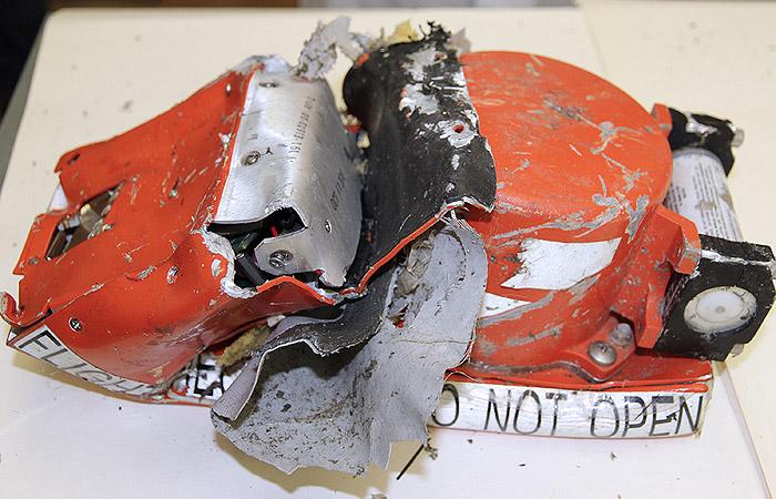 """Модули памяти черных ящиков разбившегося """"Боинга"""" оказались целы"""