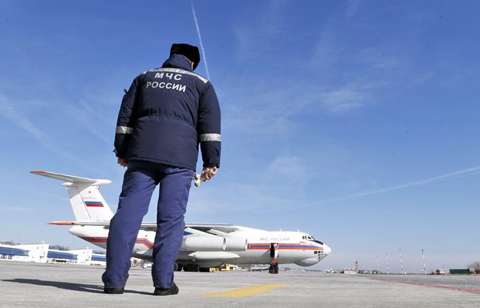 Самолет МЧС первым приземлился на ВПП ростовского аэропорта после ее ремонта