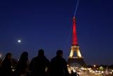 Эйфелеву башню раскрасили в цвета флага Бельгии