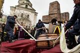 Георгий Гонгадзе похоронен во дворе церкви на Подоле в Киеве