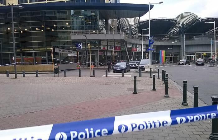 В аэропорту Брюсселя саперы подорвали еще одно взрывное устройство