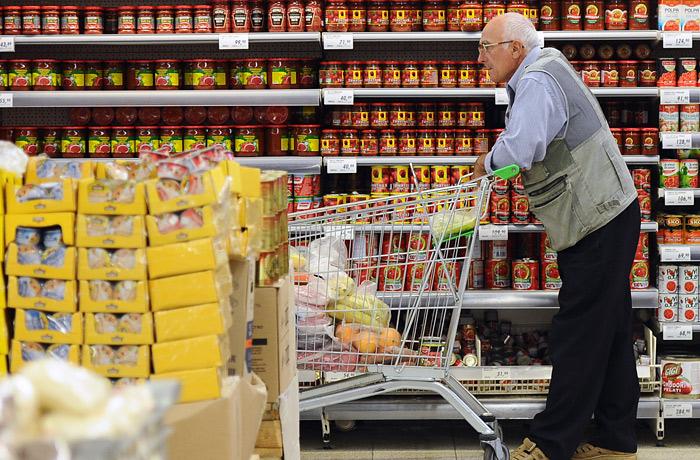 Большинство москвичей за последний год стали экономить на продуктах