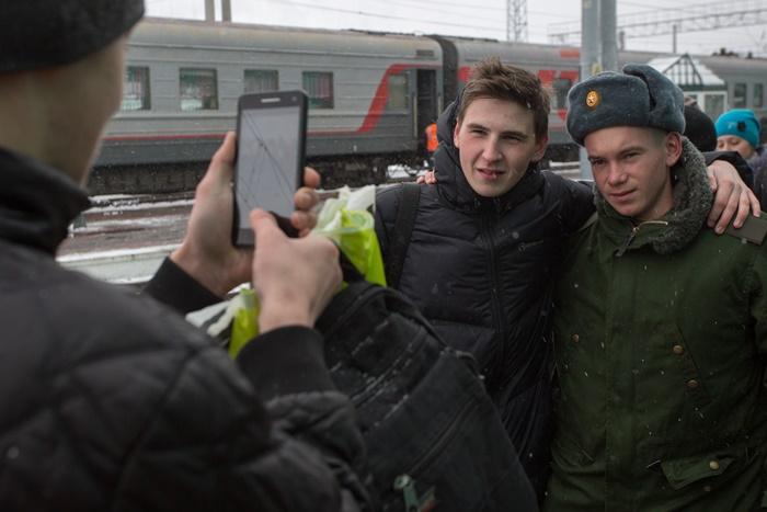 Минобороны РФ запланировало призвать в армию 155 тыс. новобранцев