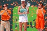 Кузнецова проиграла Азаренко в финале теннисного турнира в Майами