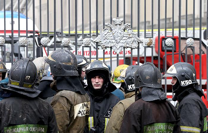 Открытый огонь в здании Минобороны на Знаменке ликвидирован