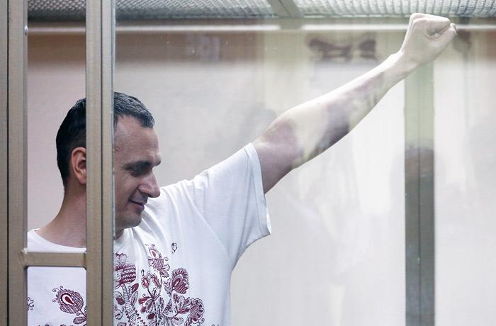 Минюст поручил ФСИН рассмотреть вопрос о передаче Сенцова Украине