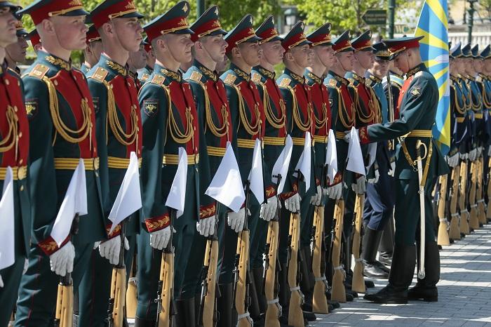 В Кремле стартовал новый сезон развода караулов Президентского полка