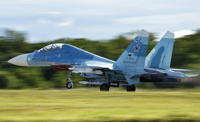 Минобороны РФ опровергло опасное приближение Су-27 к самолету-разведчику США