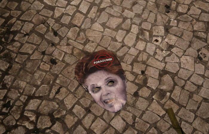 Нижняя палата парламента Бразилии проголосовала за отставку президента
