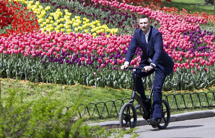 Мэр Киева решил пересадить полицейских на велосипеды