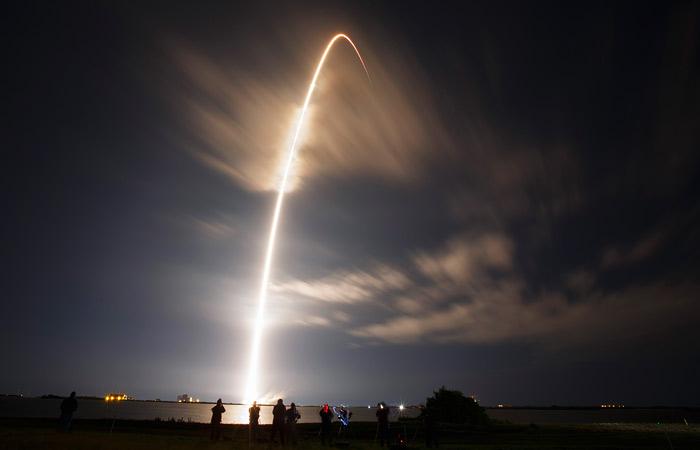 SpaceX получила первый контракт от Пентагона на запуск спутника