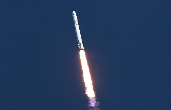 SpaceX вновь удалось посадить ступень ракеты на платформу в океане