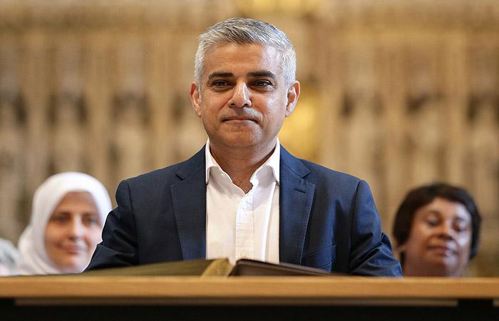 Первый в истории Лондона мэр-мусульманин принес присягу