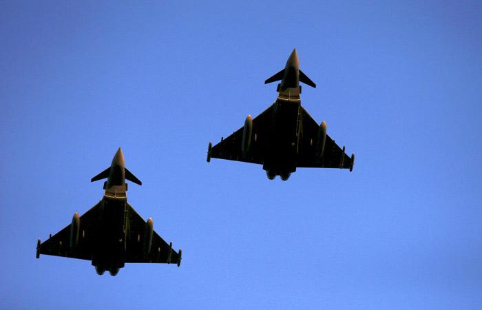 Британские истребители сопроводили военные транспортники РФ над Балтикой