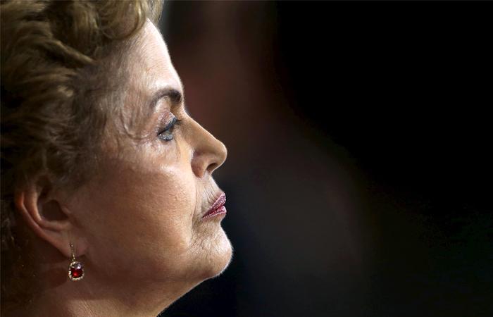 ВБразилии сенат отстранил президента Дилму Русеф